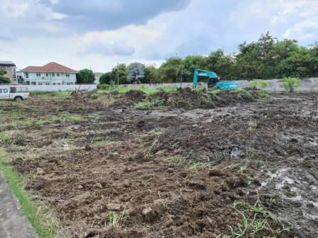 งานถมดิน ใช้แมคโคร ในการเคลียร์ริ่งพื้นที่